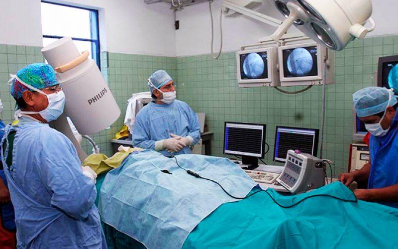 Hospital Guillermo Irigoyen, en Perú, actualizó a médicos en cirugía laparoscópica