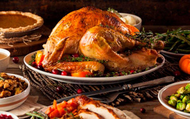 Consejos sobre cómo preparar el pavo de manera segura para las fiestas